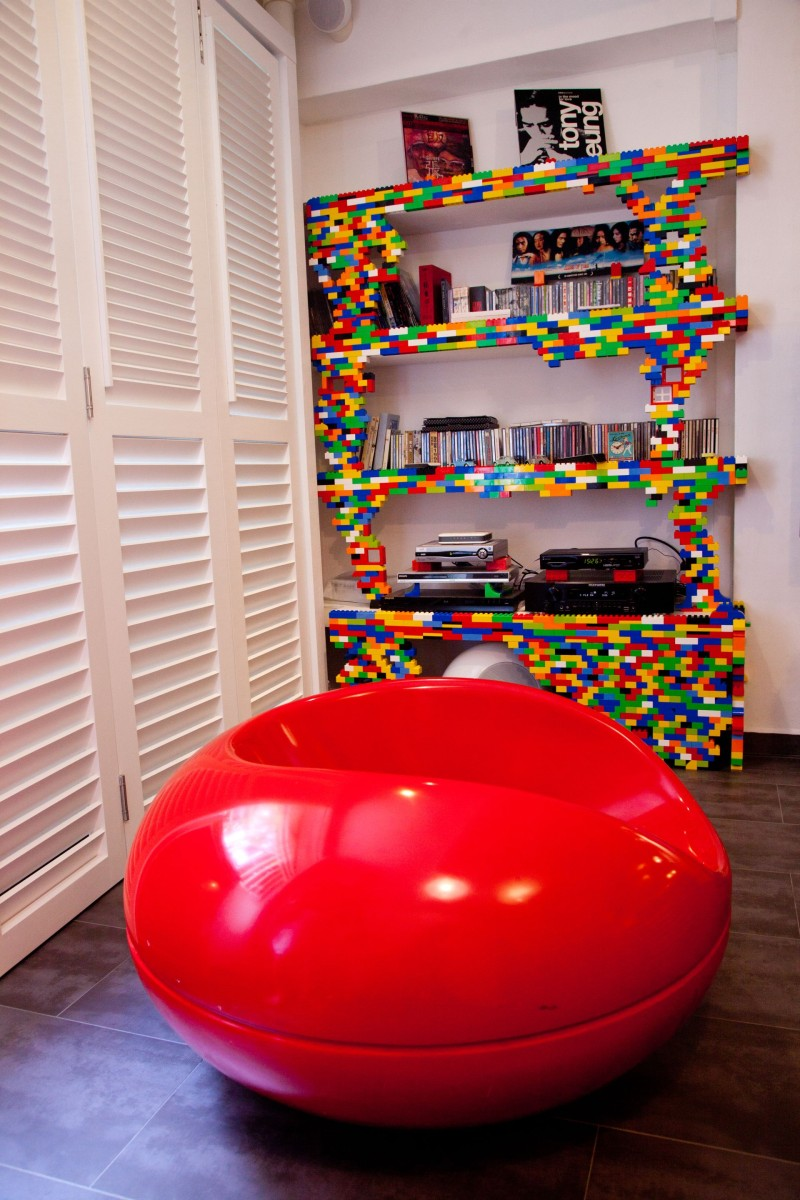 Building bookcase using Lego bricks